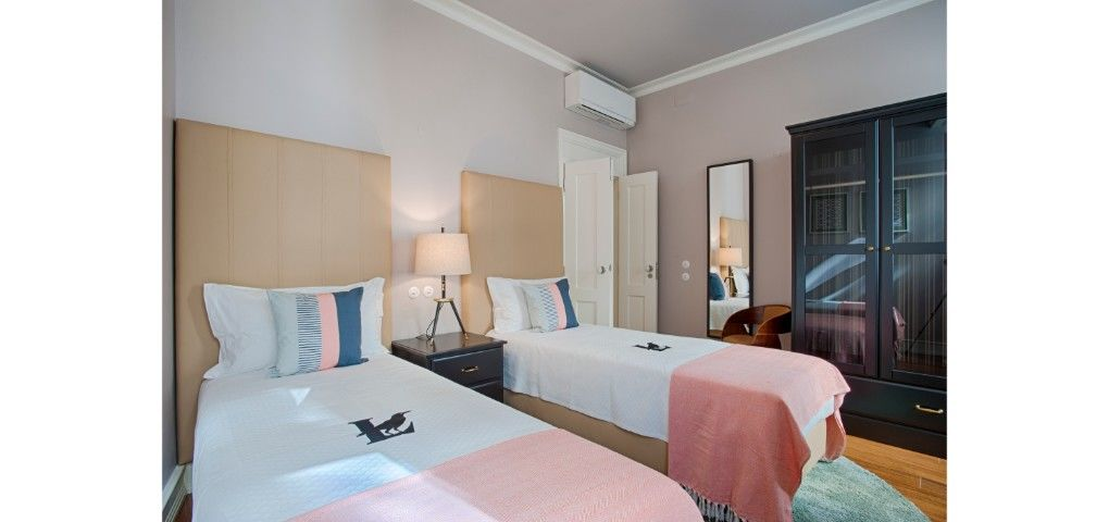 Lisbon Best Apartments - Chiado Camões Apartments - T2 - Quarto