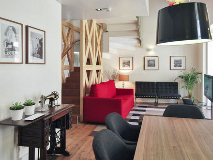 Lisbon Best Apartments -Chiado Trindade Apartments - T2 Duplex - Sala de Estar